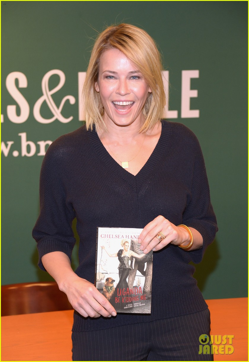 chelsea handler promotes new book on tonight show 023066370