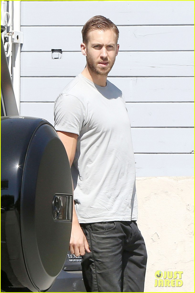 calvin harris teases new music video with super hot shirtless pics 083075004
