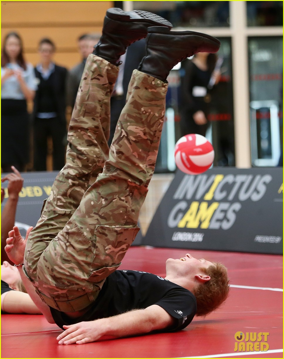 prince harry plays volleyball on the floor with injured soldiers 01