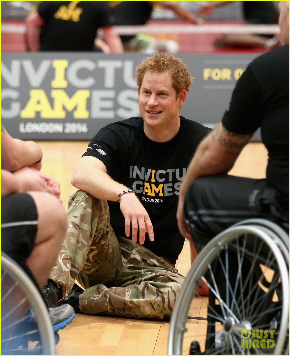 prince harry plays volleyball on the floor with injured soldiers 043067459