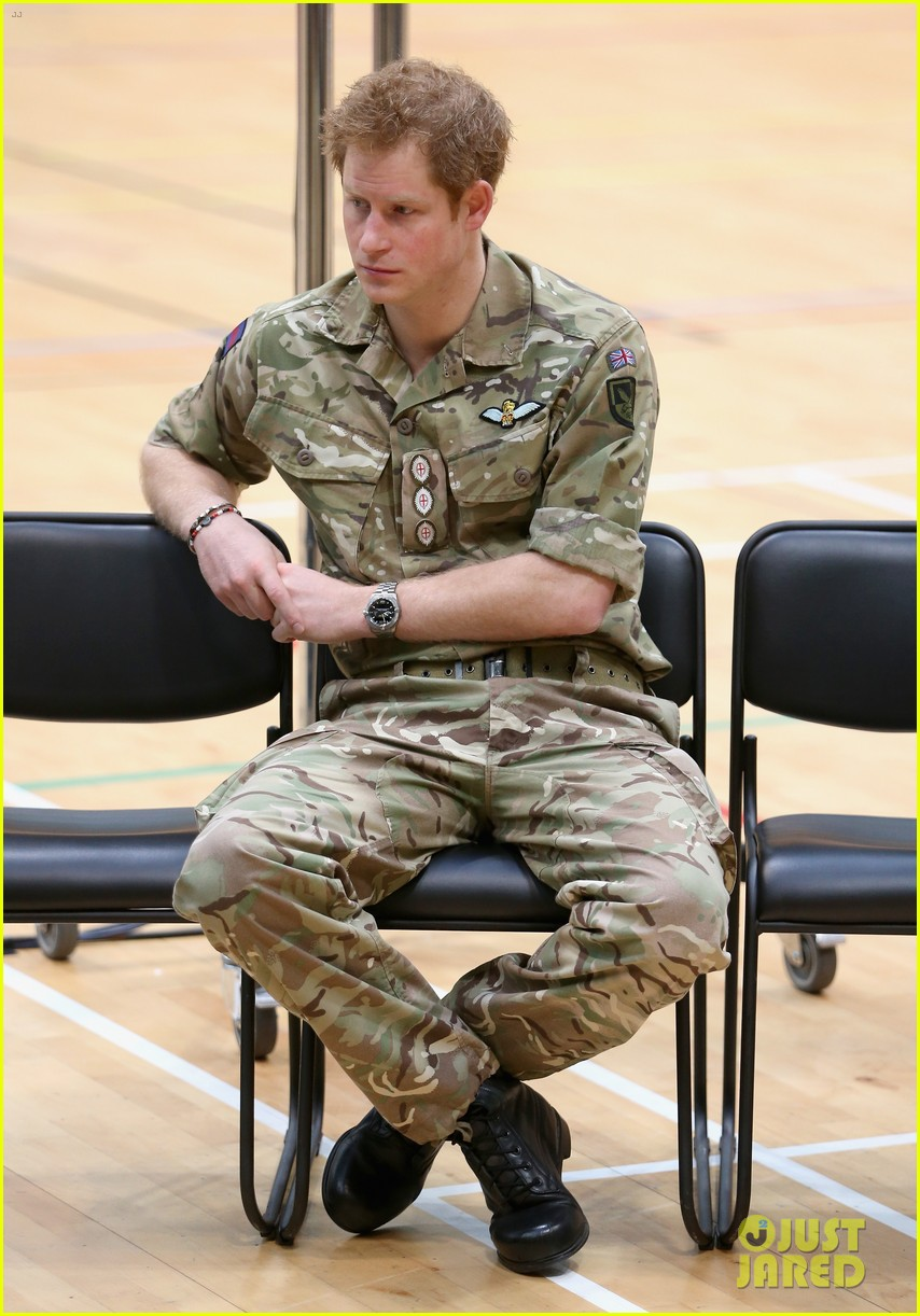 prince harry plays volleyball on the floor with injured soldiers 05