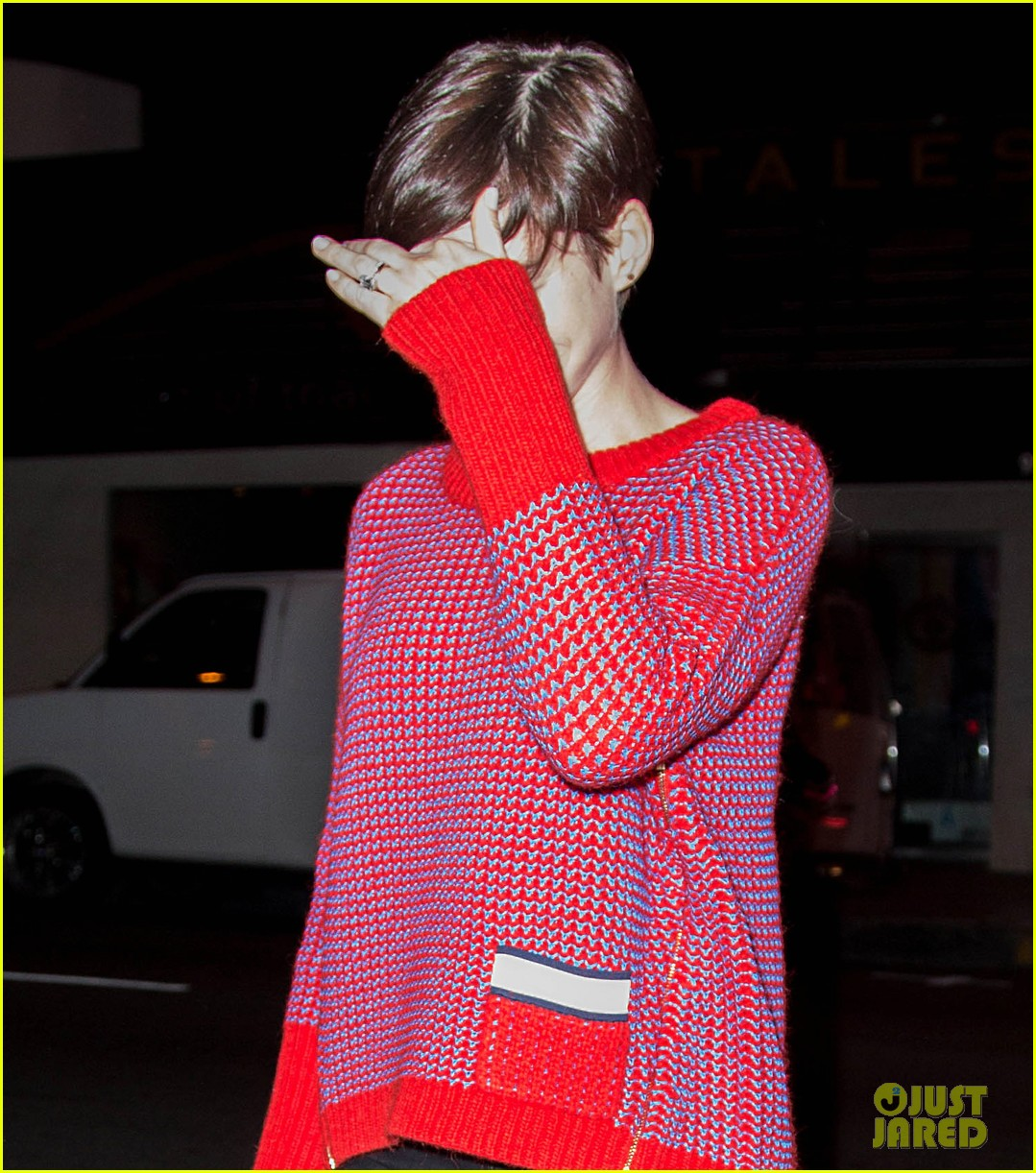 anne hathaway keeps busy in sunny los angeles 043071130