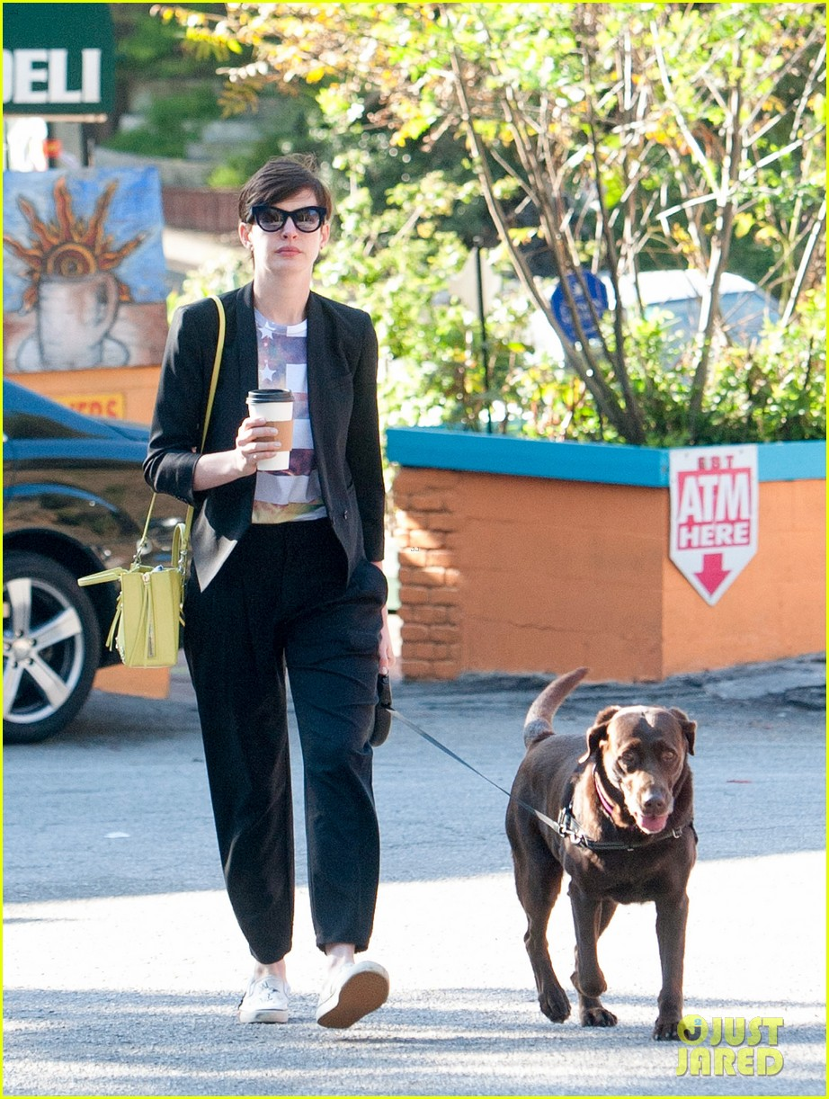 anne hathaway keeps busy in sunny los angeles 063071132