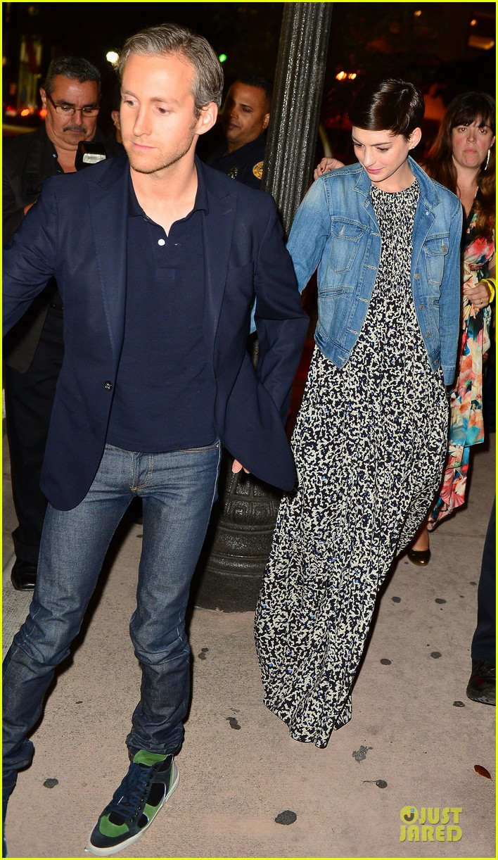 anne hathaway supports shirley maclaine at elsa fred premiere 013068451