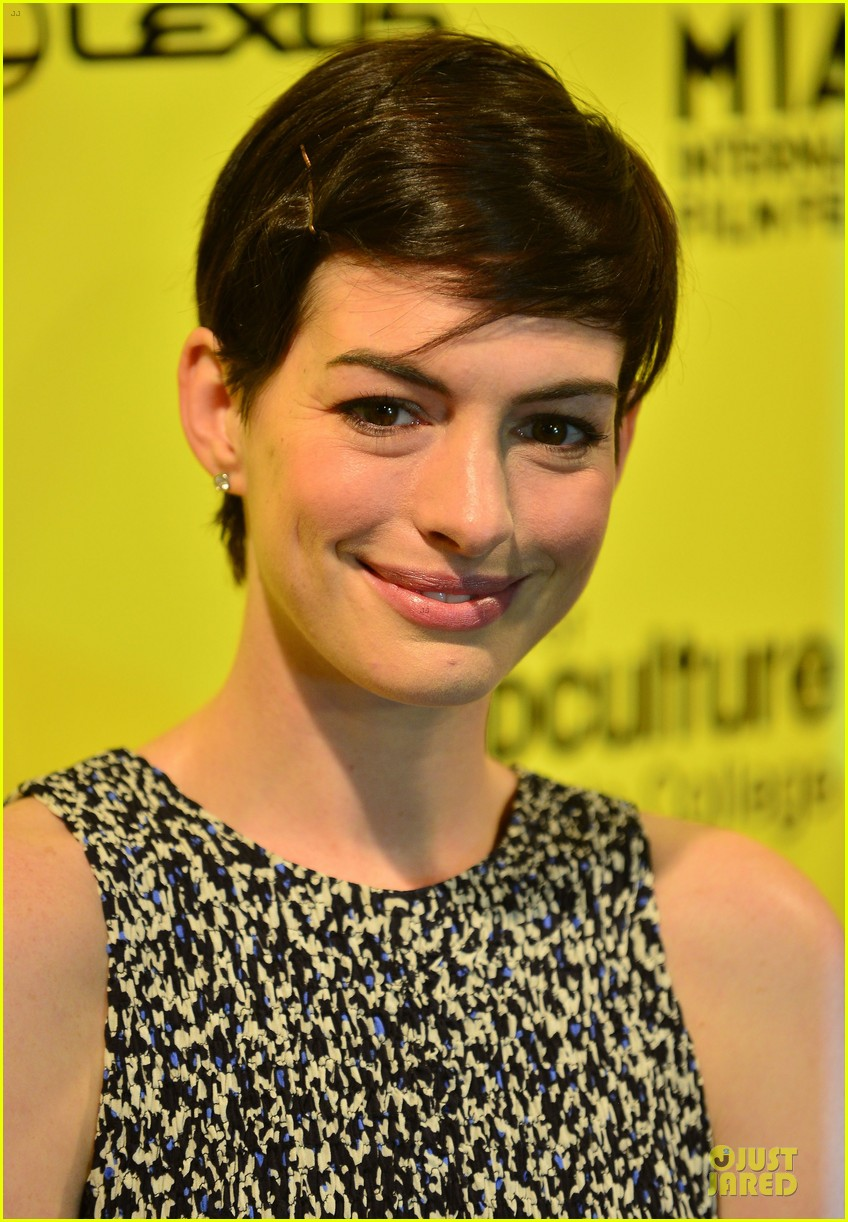 anne hathaway supports shirley maclaine at elsa fred premiere 023068452