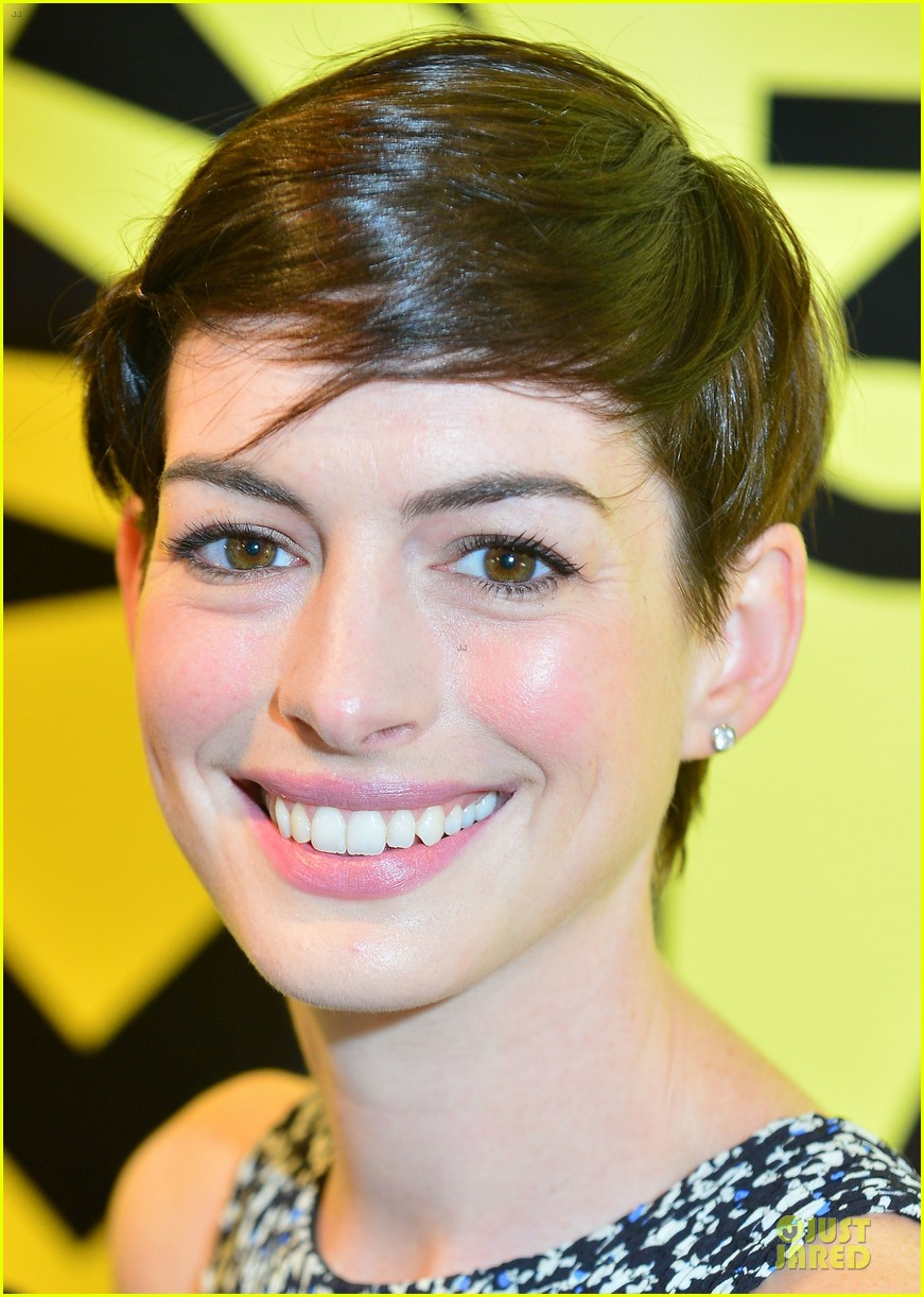 anne hathaway supports shirley maclaine at elsa fred premiere 063068456