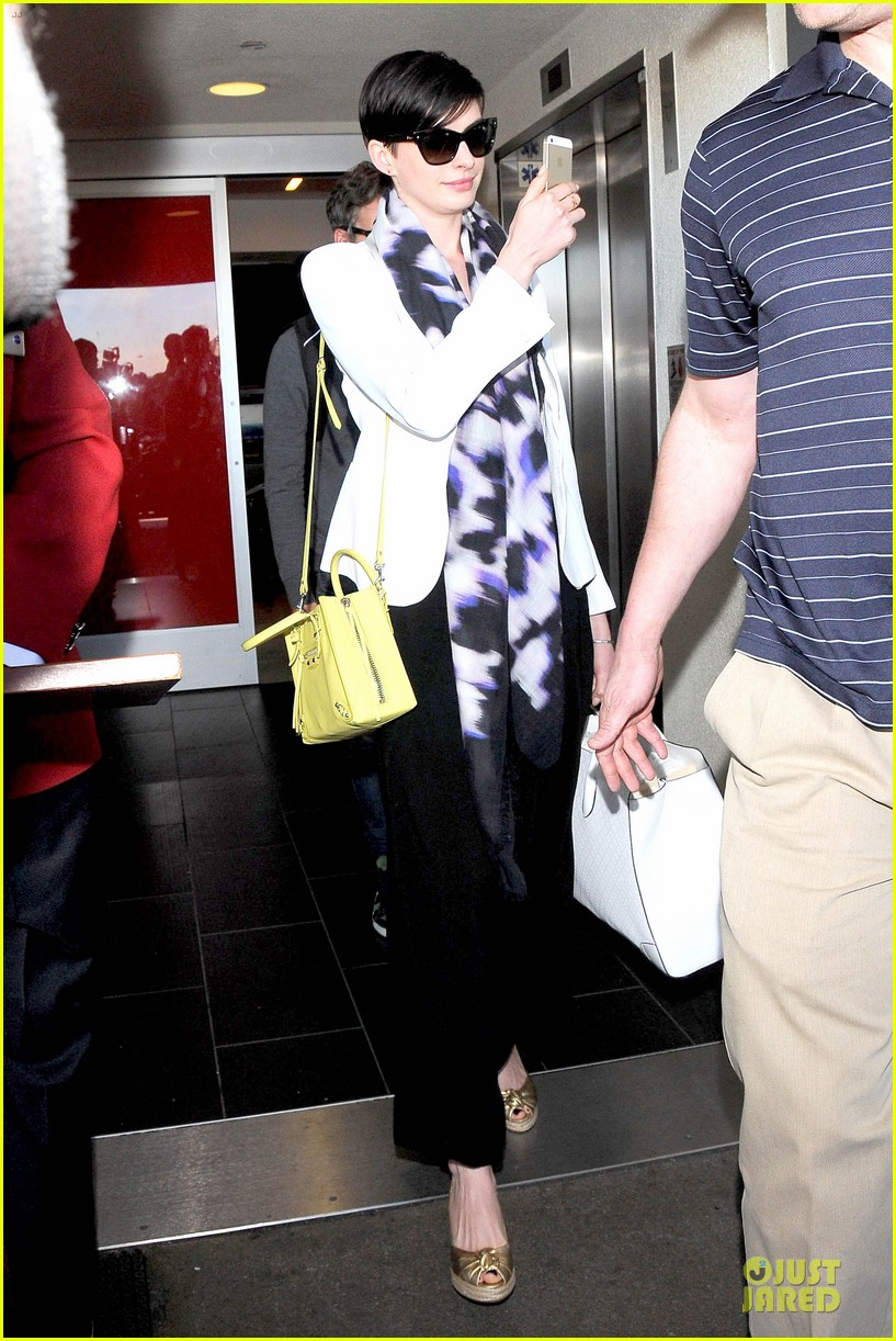 anne hathaway records at lax airport 013069487