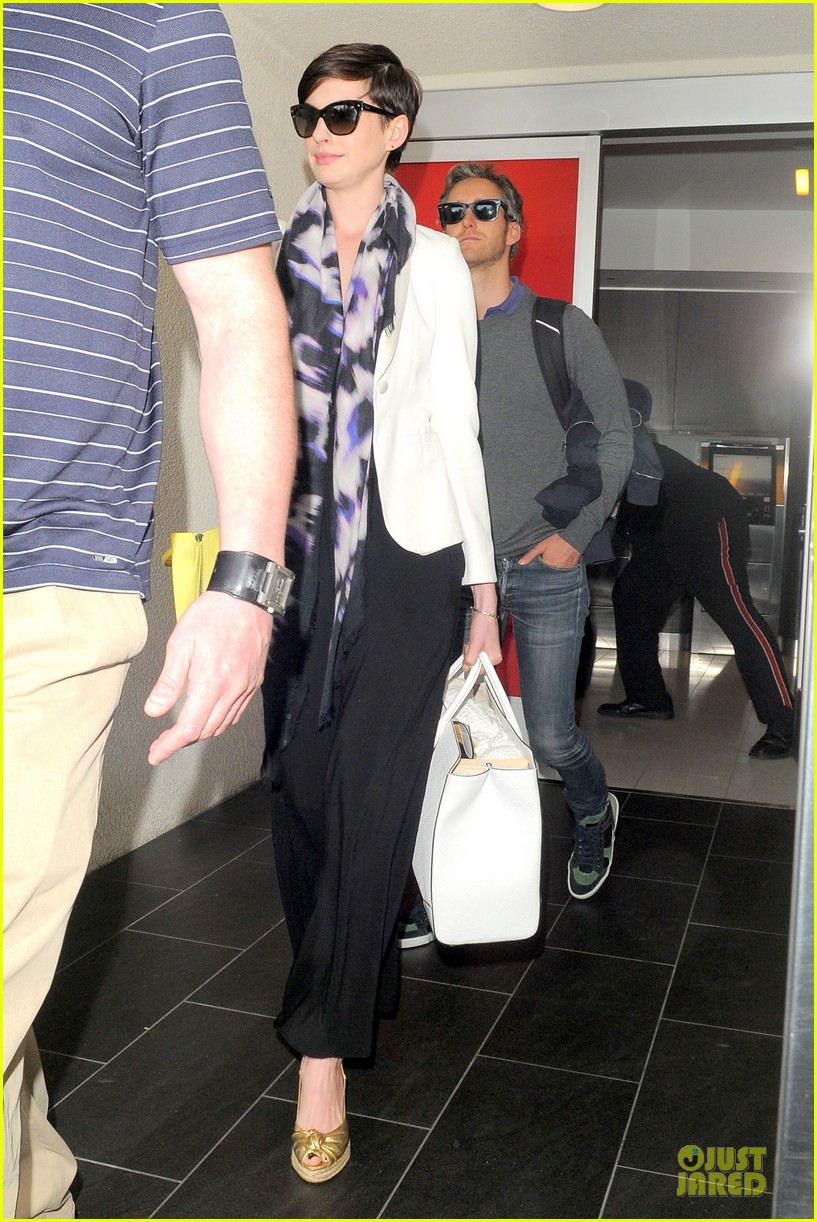 anne hathaway records at lax airport 033069489