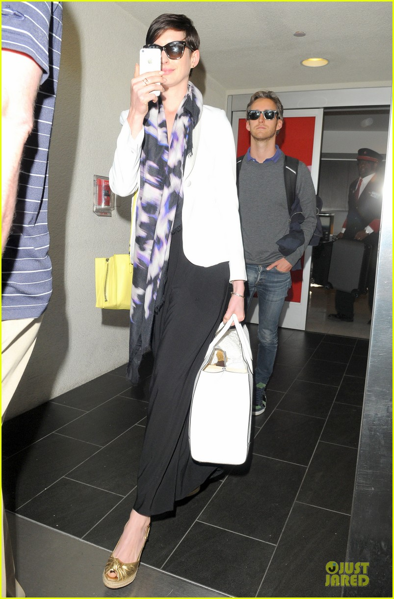 anne hathaway records at lax airport 053069491