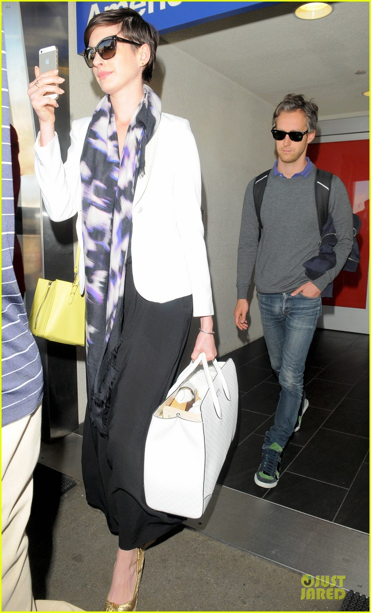 anne hathaway records at lax airport 063069492