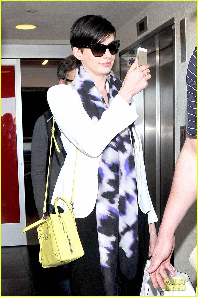 anne hathaway records at lax airport 073069493