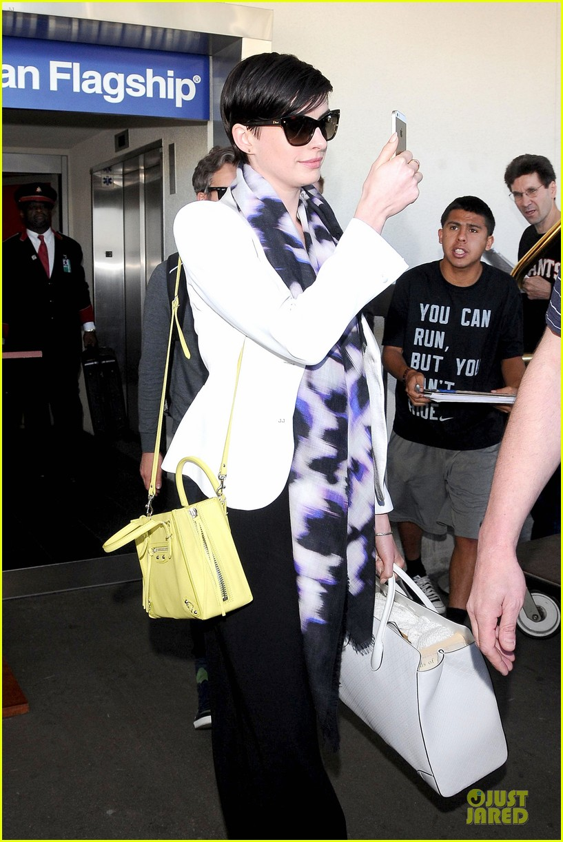 anne hathaway records at lax airport 083069494
