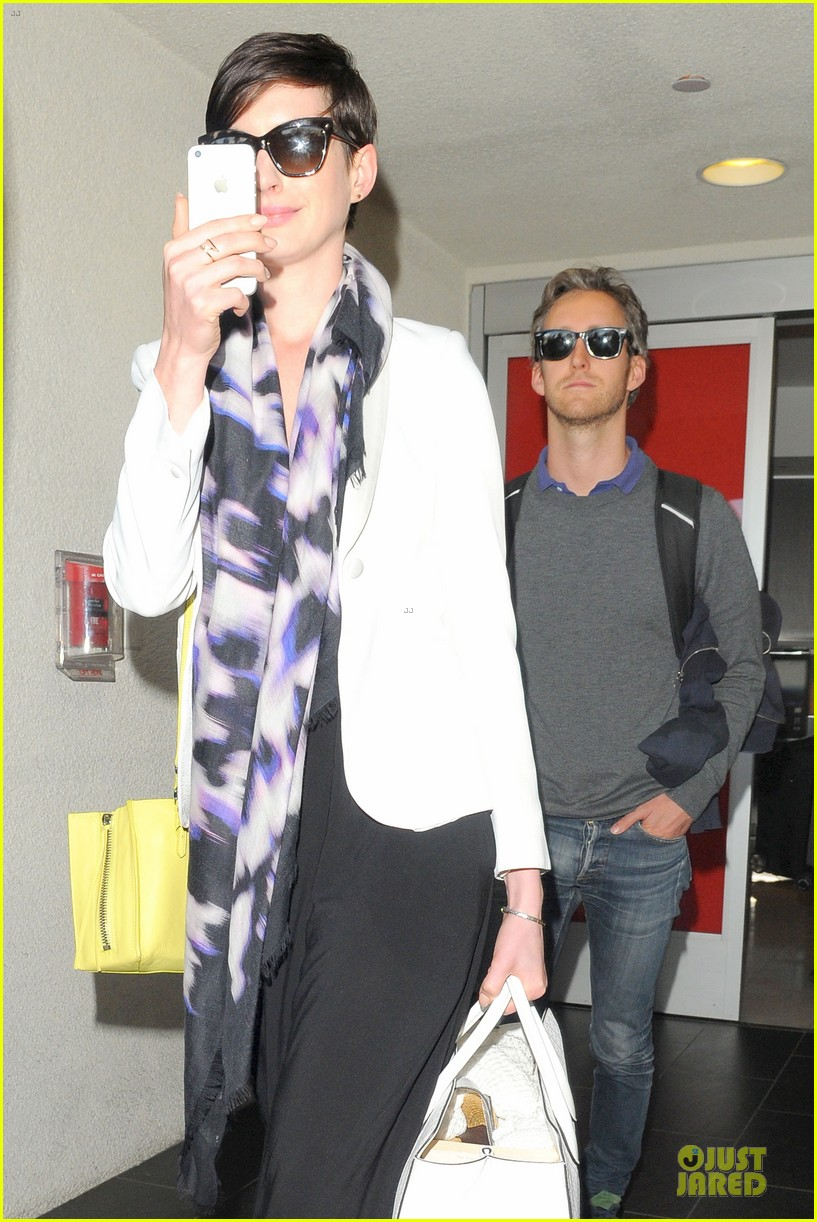 anne hathaway records at lax airport 103069496