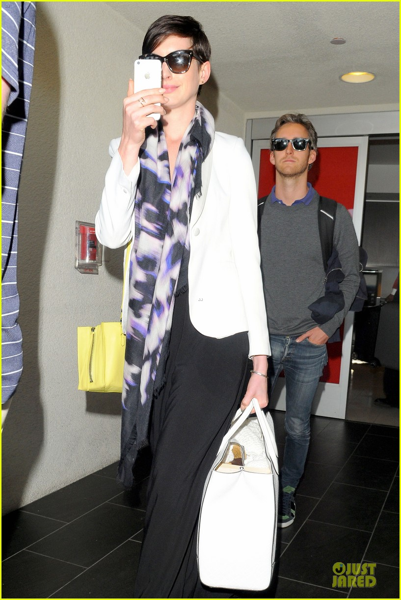 anne hathaway records at lax airport 113069497