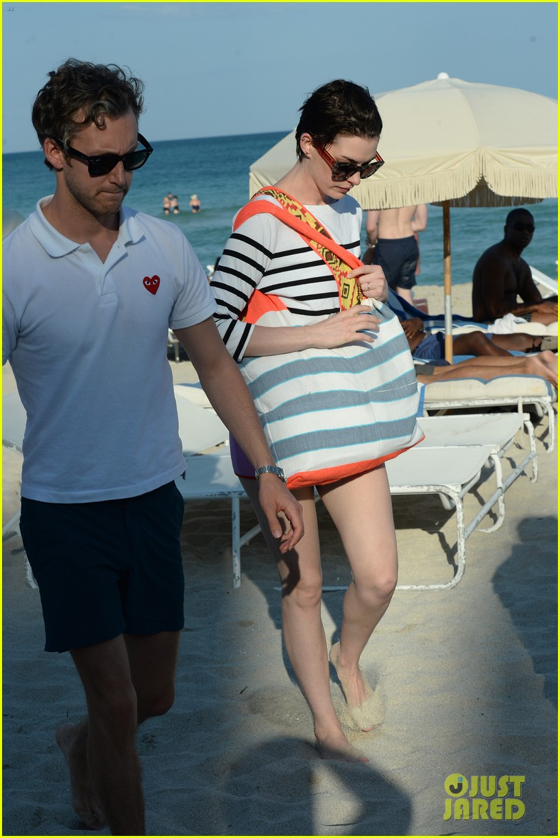 anne hathaway heads back for more beach fun in miami 113077324