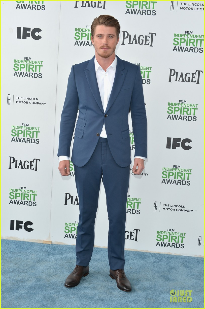 garrett hedlund keanu reeves oozes scruffy sex appeal at independent spirit awards 01