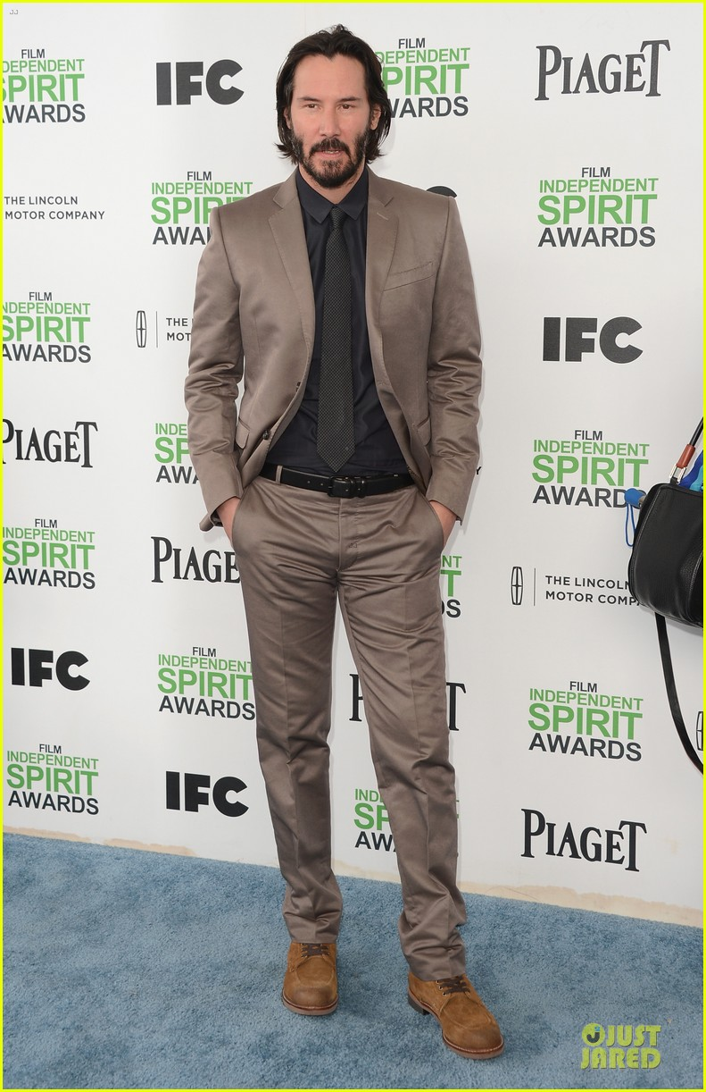 garrett hedlund keanu reeves oozes scruffy sex appeal at independent spirit awards 043063052