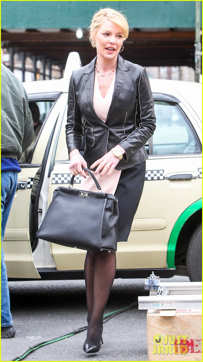 katherine heigl cannot stop smiling on state of affairs set 073078841