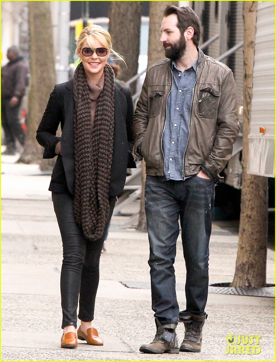 katherine heigl cannot stop smiling on state of affairs set 093078843