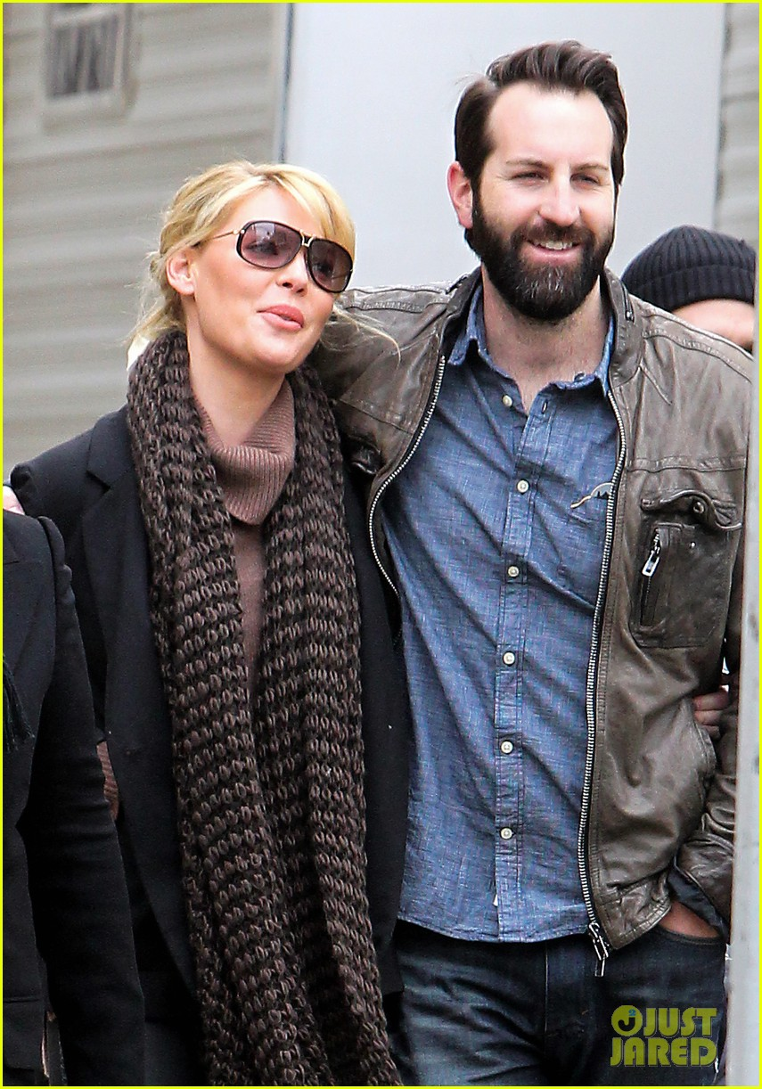 katherine heigl cannot stop smiling on state of affairs set 103078844