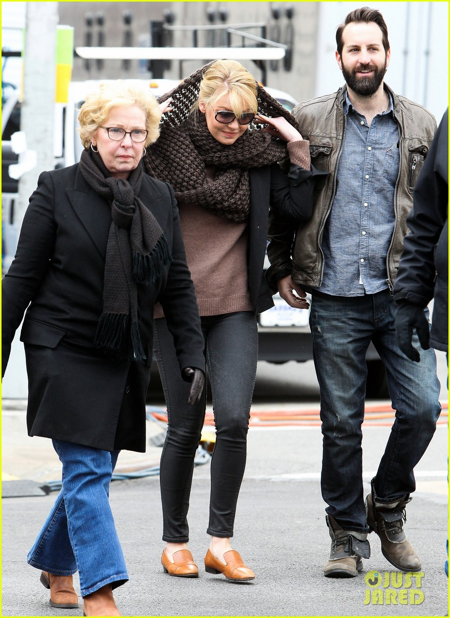 katherine heigl cannot stop smiling on state of affairs set 143078848