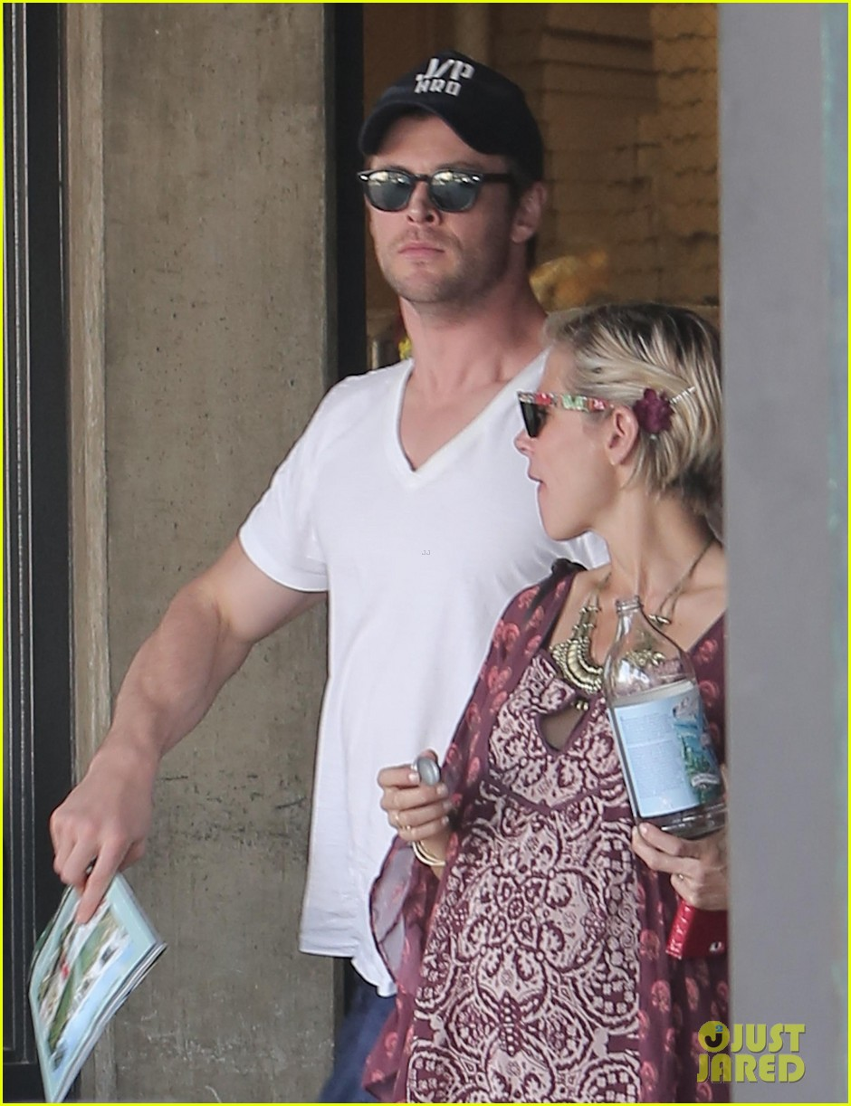 chris hemsworth elsa pataky enjoy lunch date 023067934