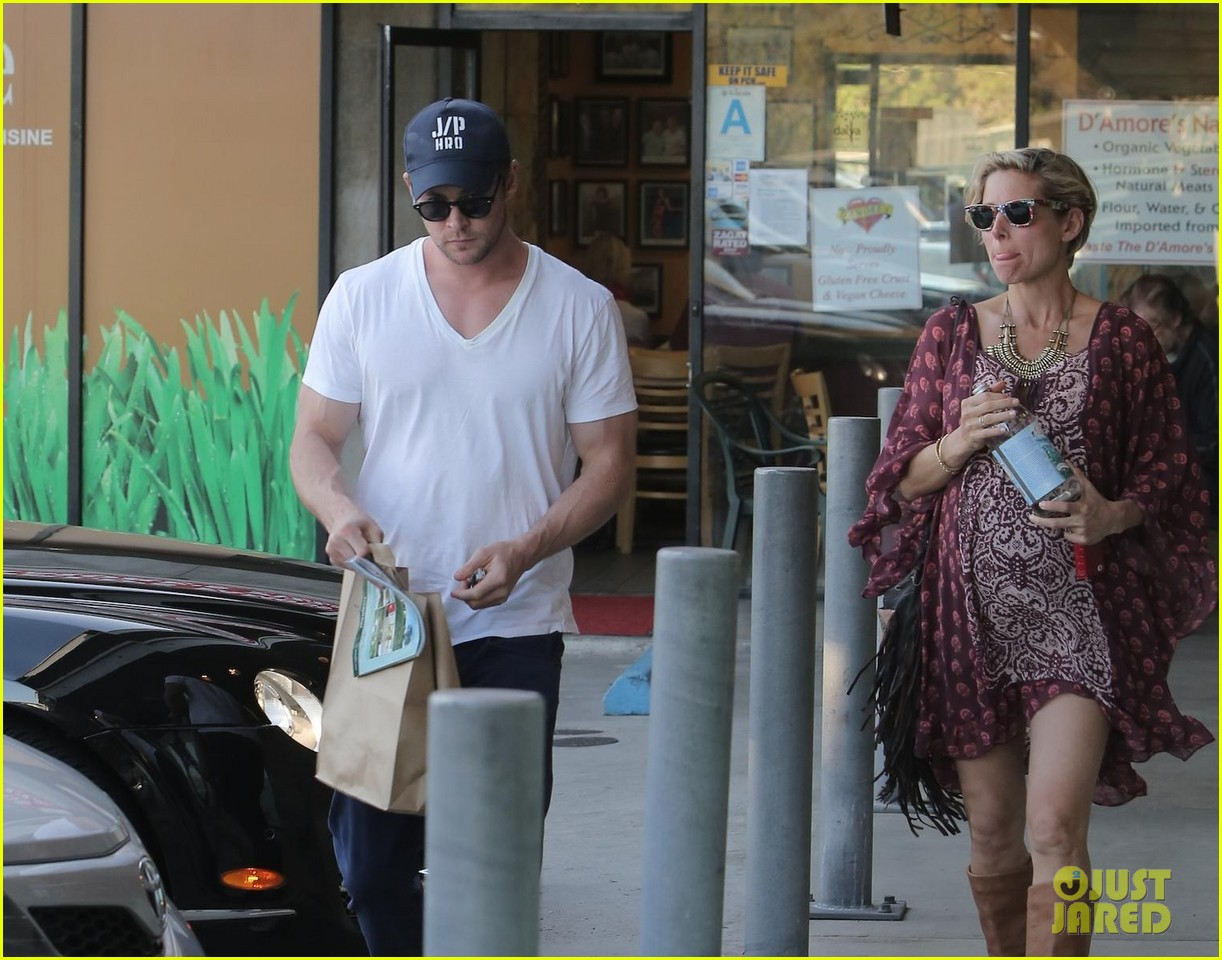 chris hemsworth elsa pataky enjoy lunch date 043067936