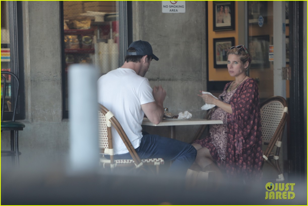 chris hemsworth elsa pataky enjoy lunch date 123067944