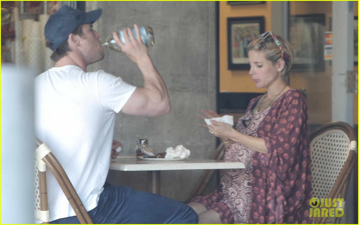 chris hemsworth elsa pataky enjoy lunch date 143067946