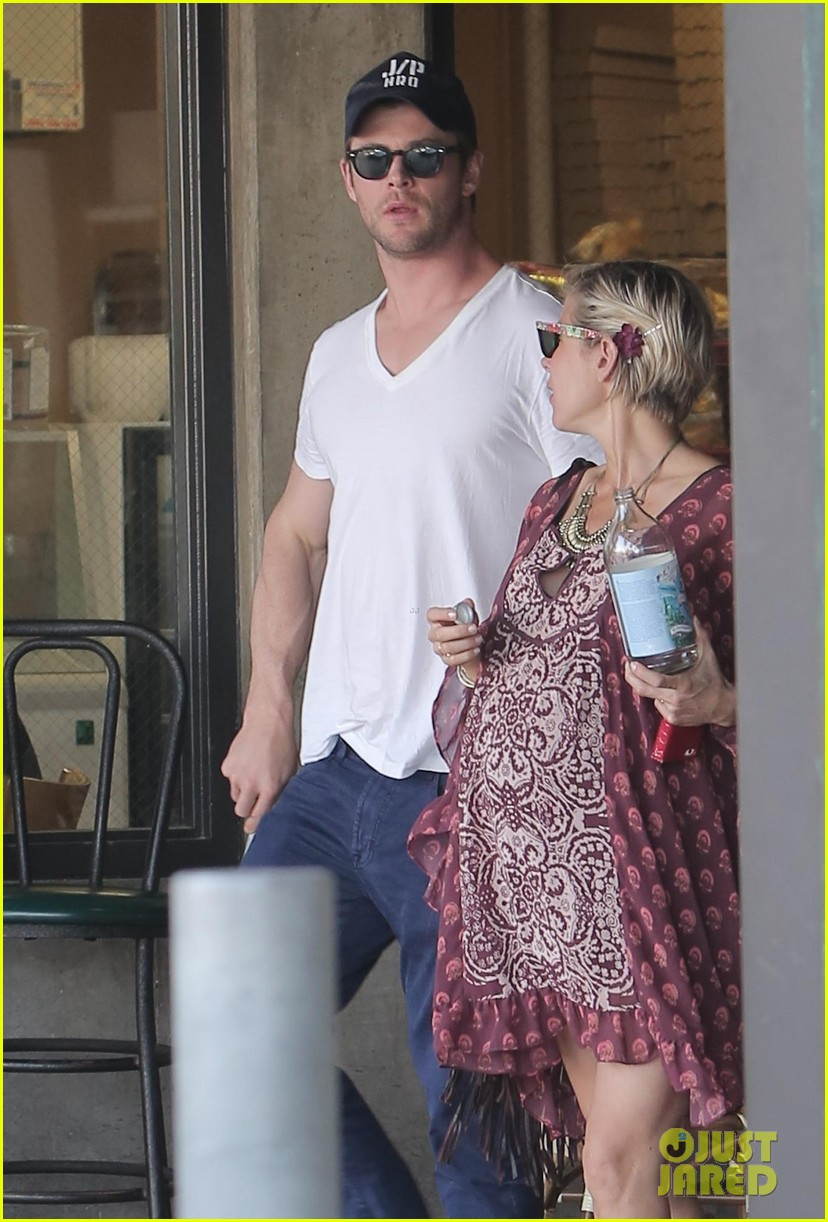 chris hemsworth elsa pataky enjoy lunch date 193067951