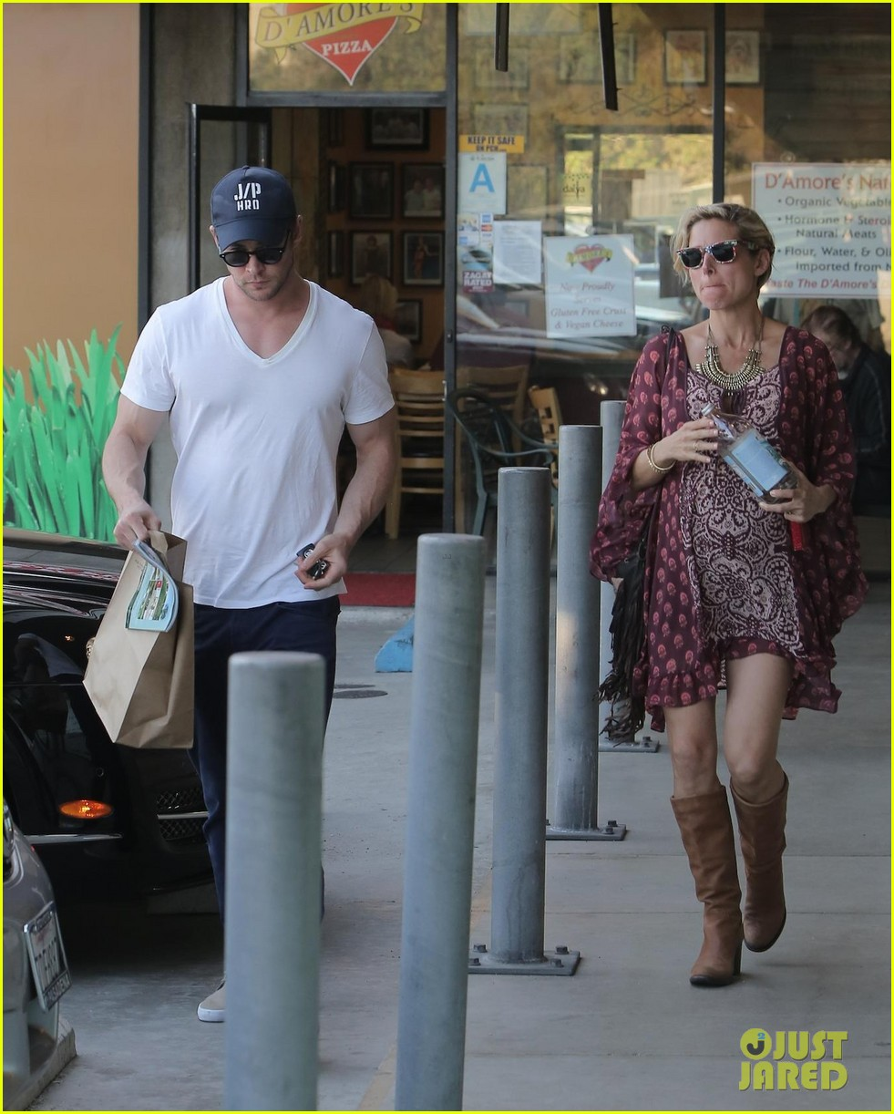 chris hemsworth elsa pataky enjoy lunch date 223067954