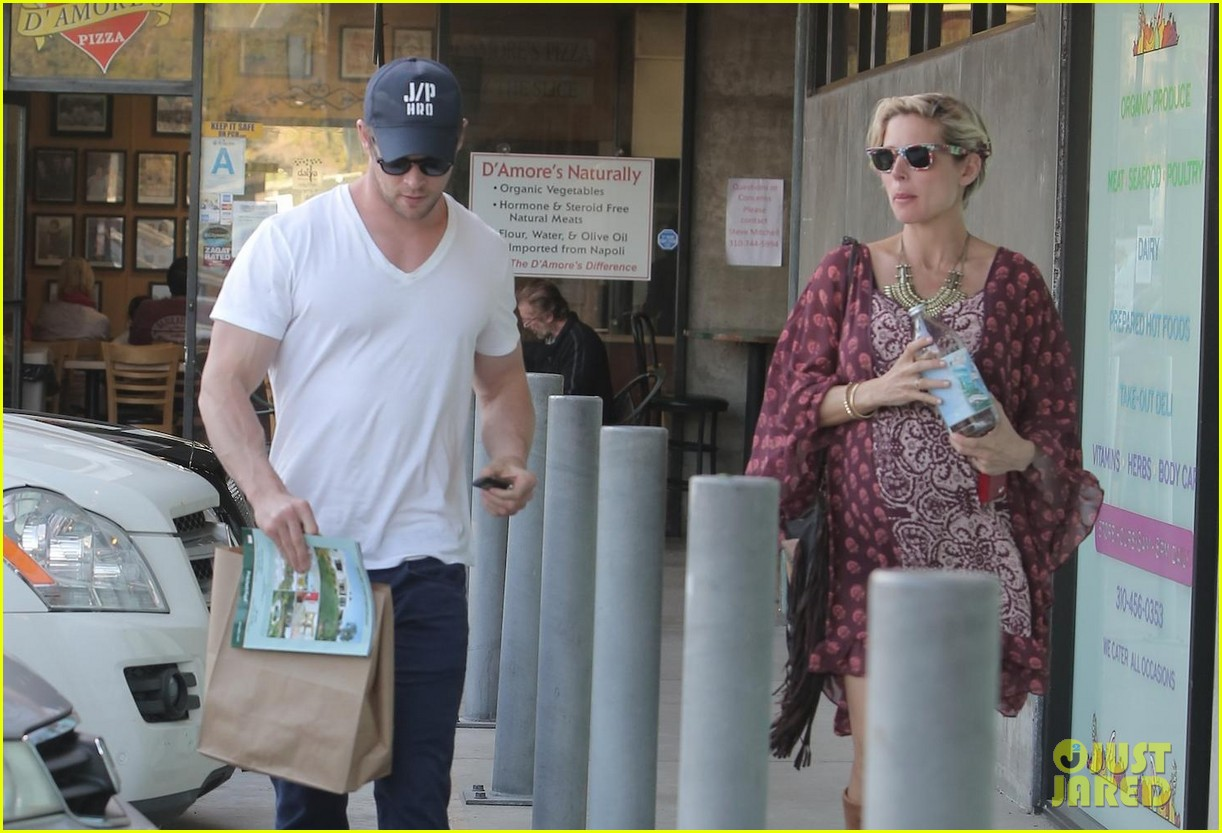 chris hemsworth elsa pataky enjoy lunch date 243067956