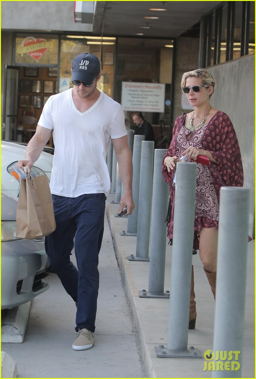 chris hemsworth elsa pataky enjoy lunch date 273067959