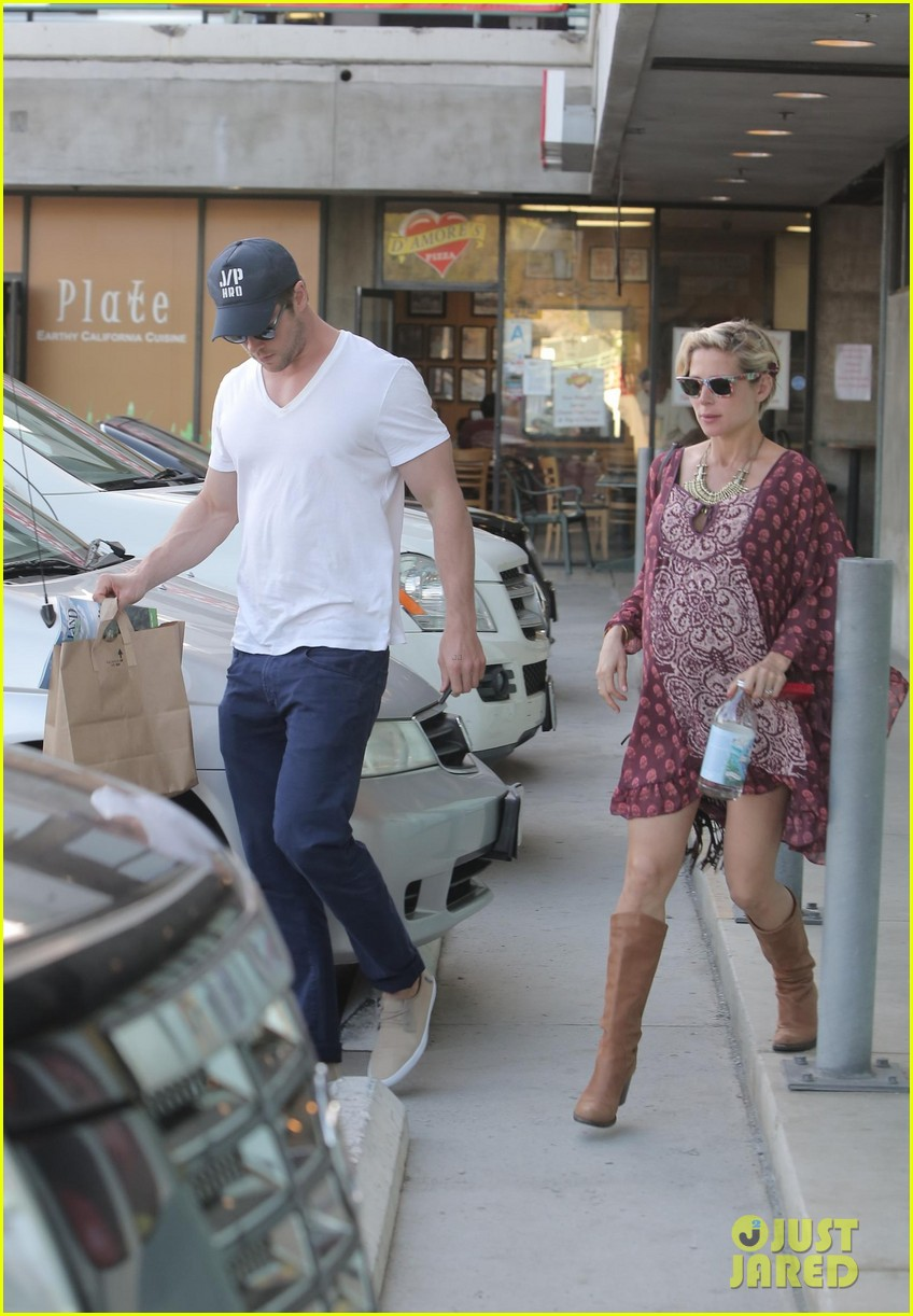 chris hemsworth elsa pataky enjoy lunch date 293067961