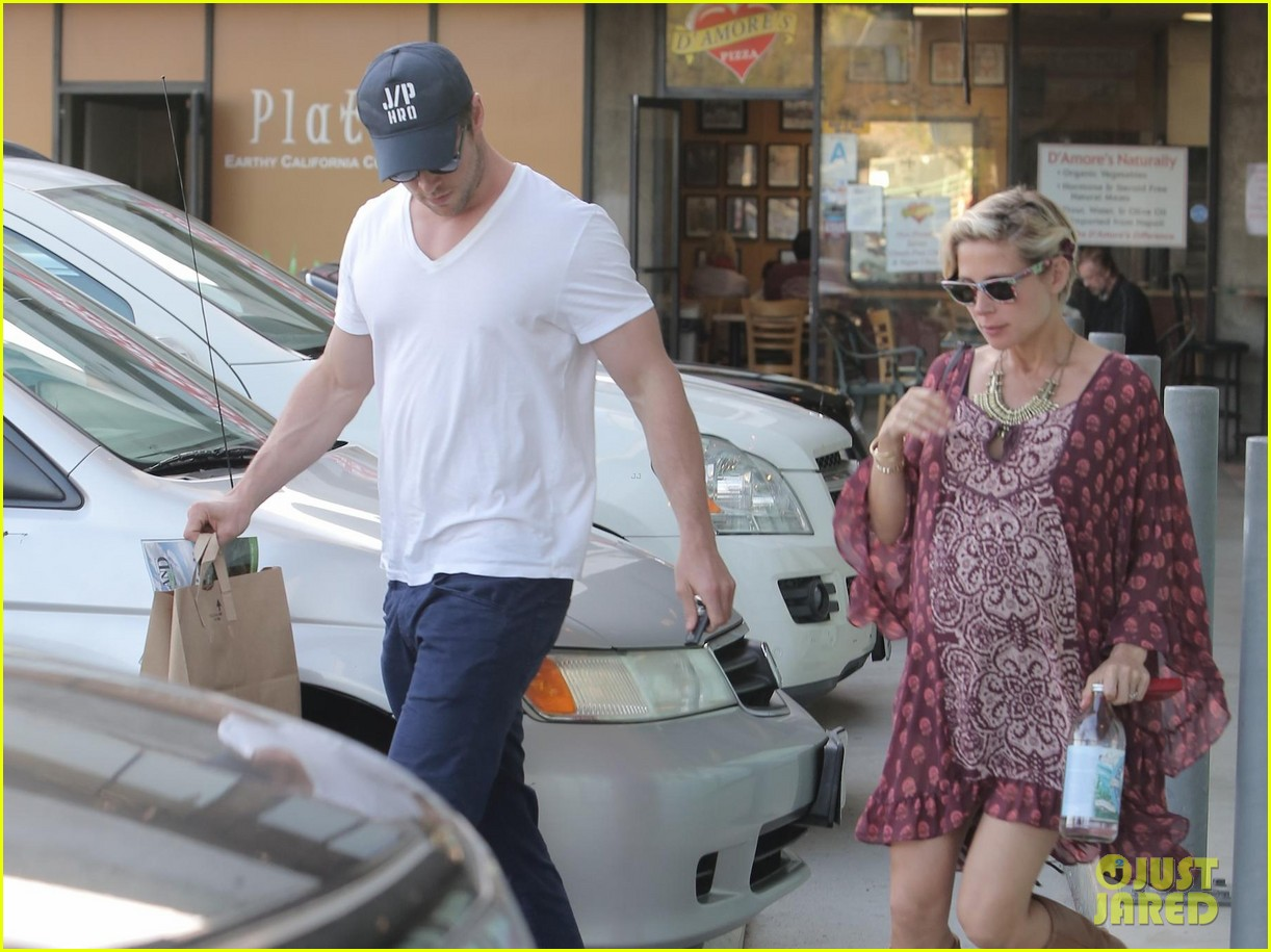 chris hemsworth elsa pataky enjoy lunch date 303067962