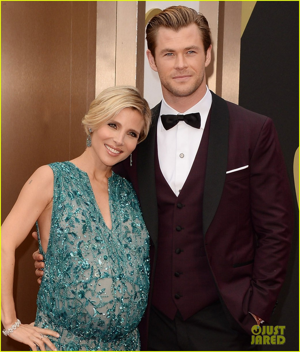 chris hemsworths wife elsa pataky flaunts massive baby bump at oscars 2014 023063878