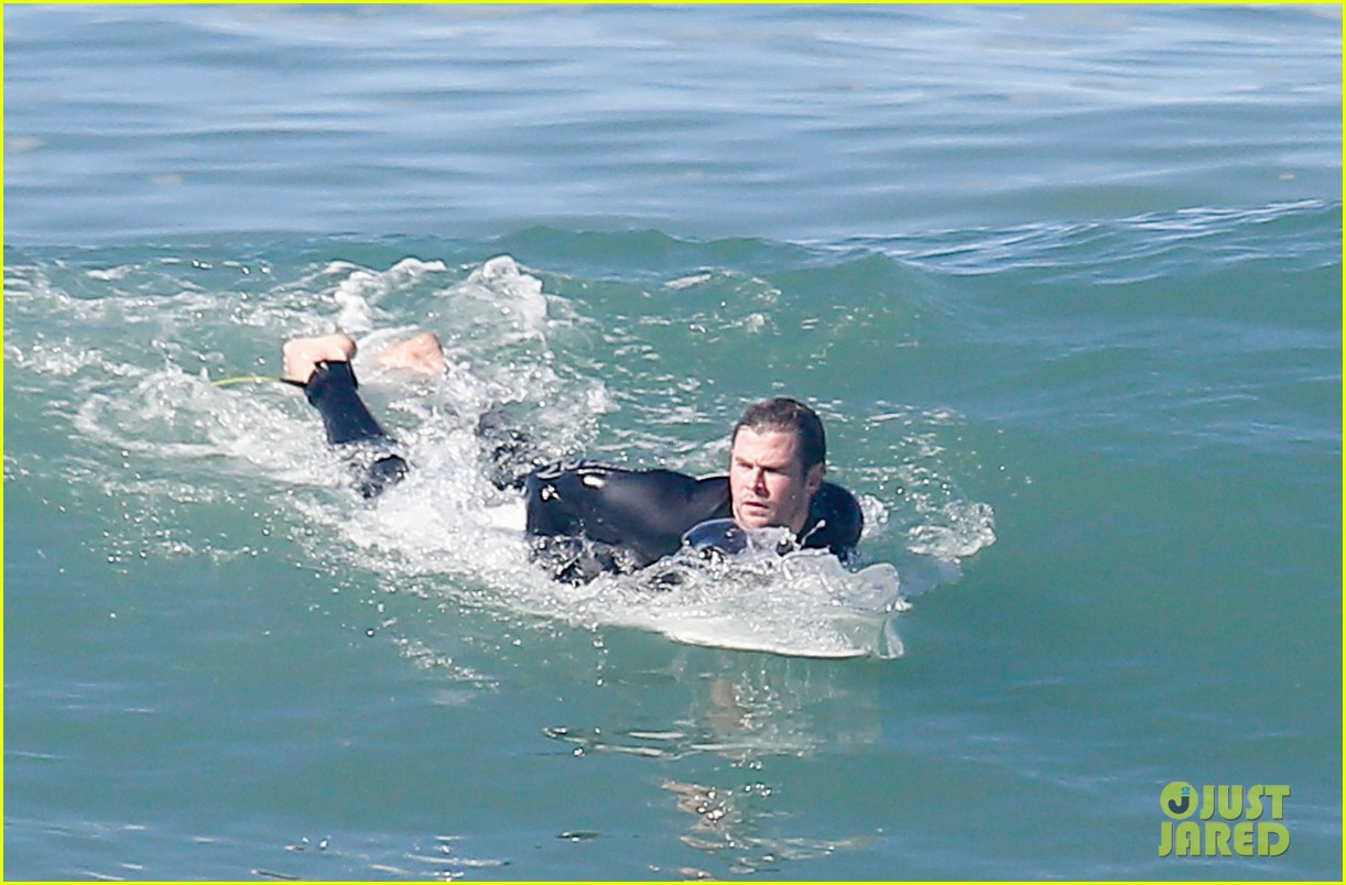 chris hemsworth makes us swoon while surfing in his tight wetsuit 013068869