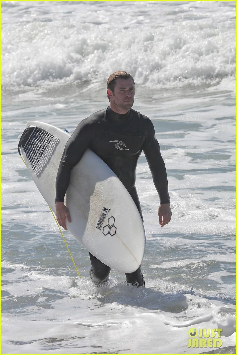 chris hemsworth makes us swoon while surfing in his tight wetsuit 203068888