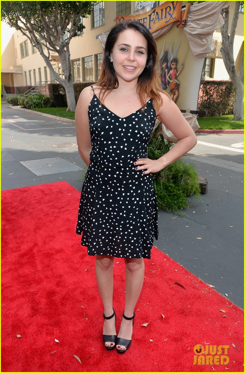 christina hendricks mae whitman pirate fairy premiere 053076928