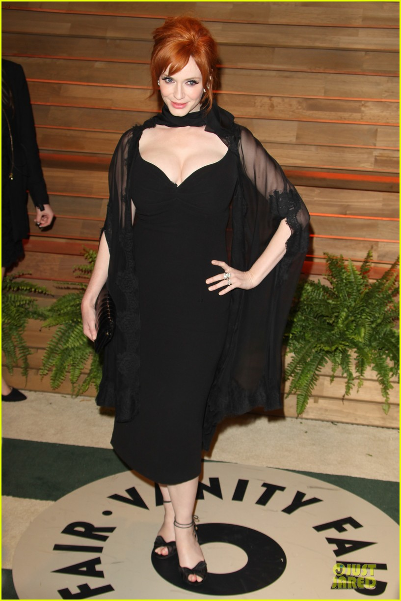 christina hendricks paz vaga show off their assets at elton john oscars party 2014 123065031