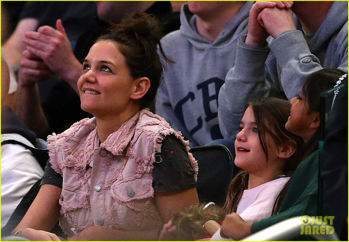 katie holmes suri cruise basketball game 05