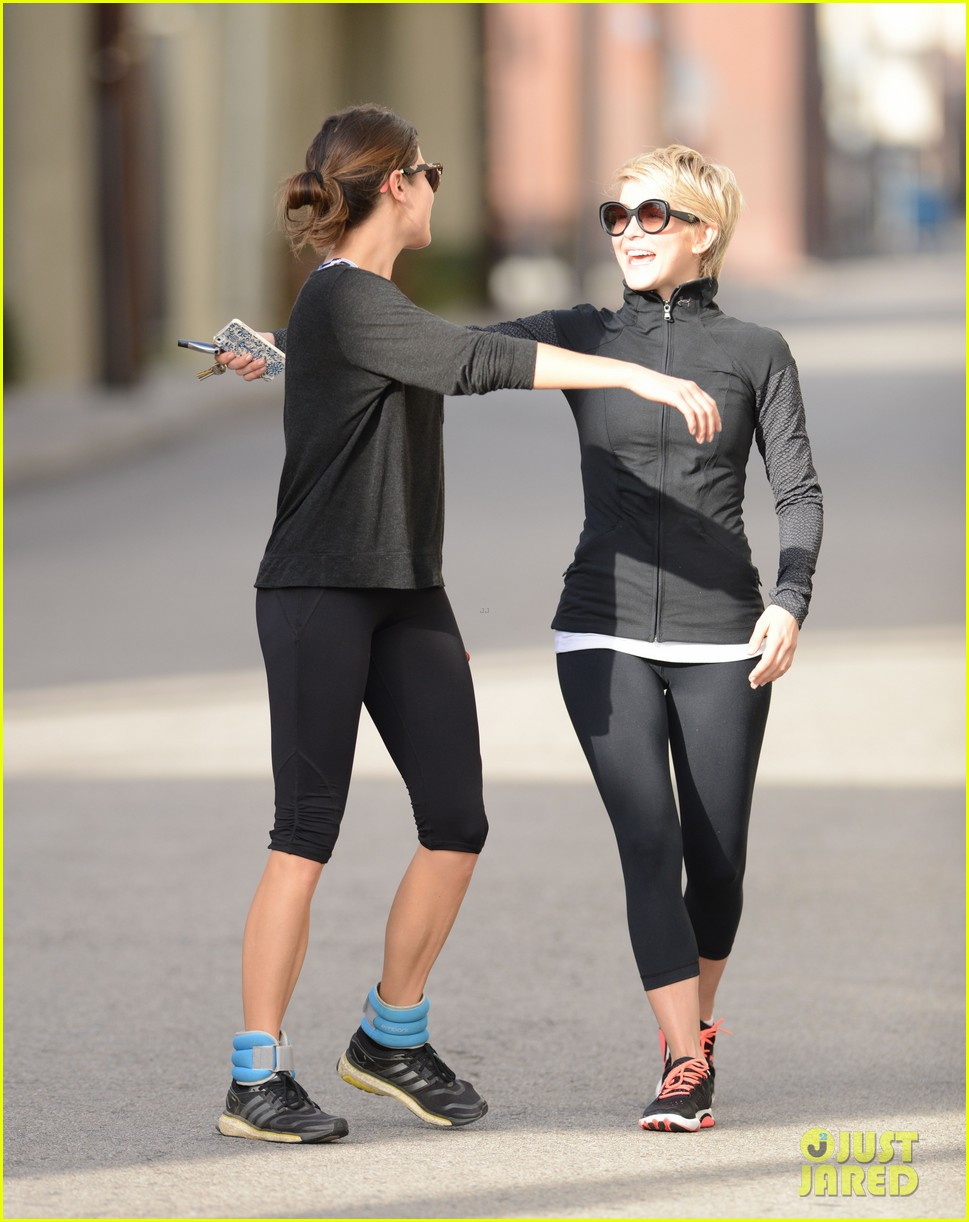 julianne hough nikki reed hug it out after gym date 013070553