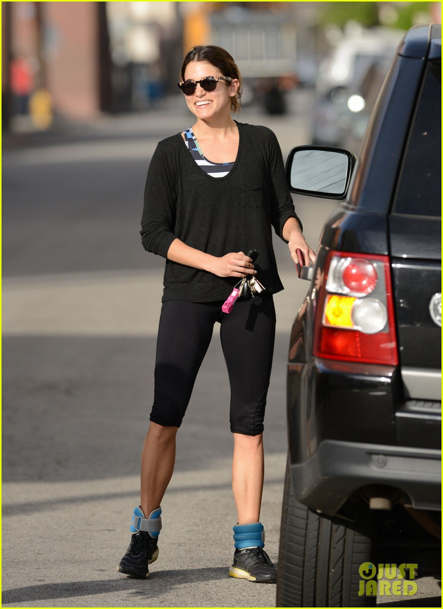 julianne hough nikki reed hug it out after gym date 023070554