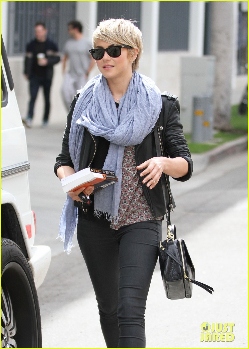 julianne hough nikki reed hug it out after gym date 043070556