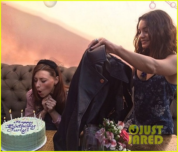 vanessa hudgens aly michalka birthday 043077775