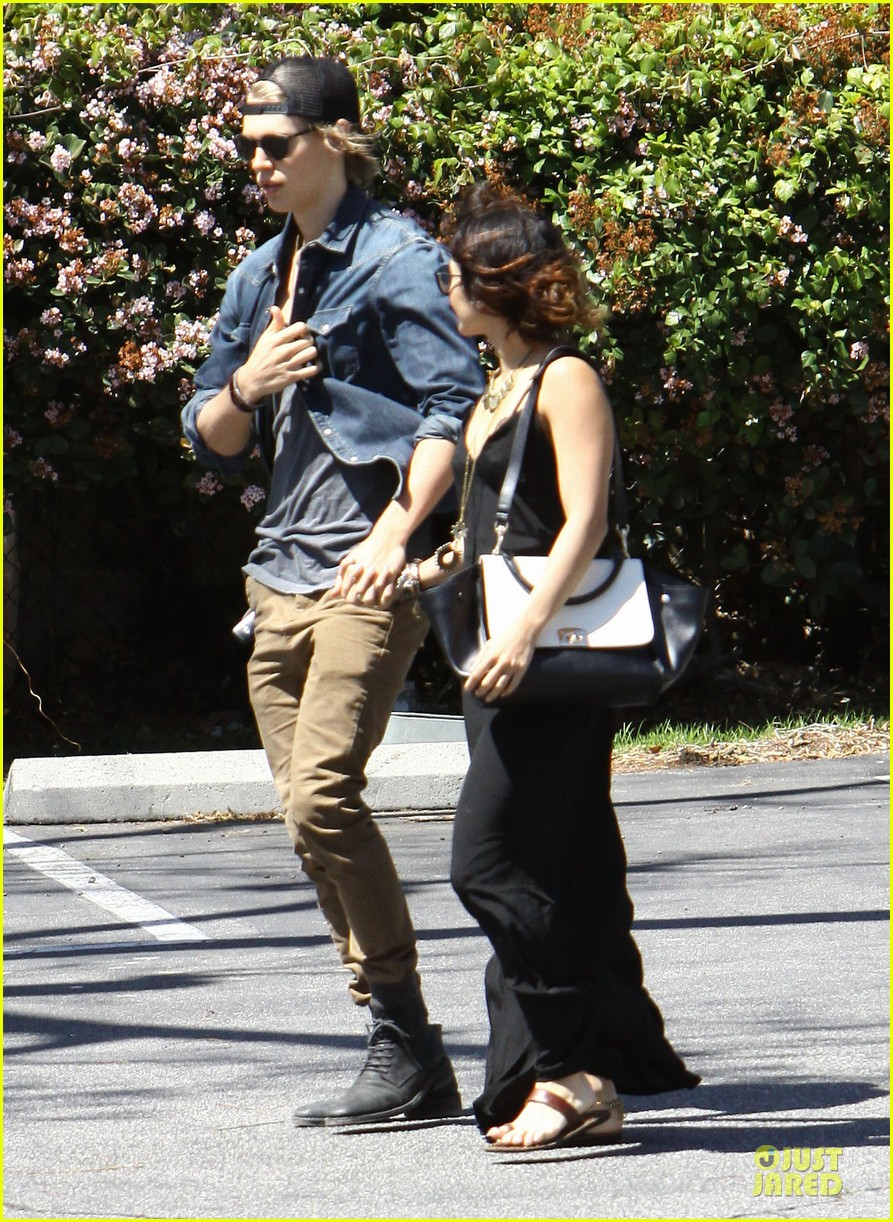 vanessa hudgens austin butler church sunday 01