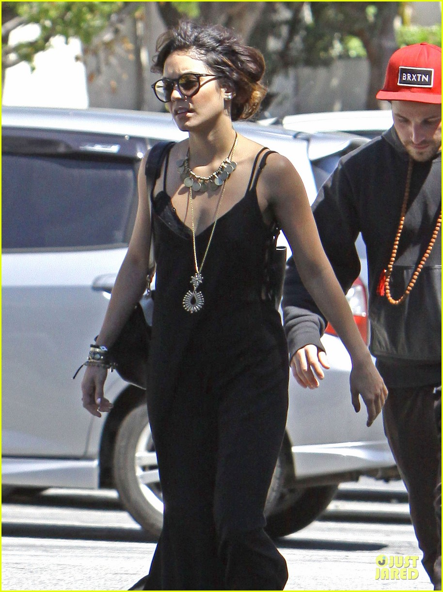 vanessa hudgens austin butler church sunday 02