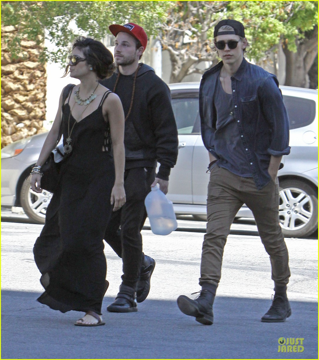vanessa hudgens austin butler church sunday 04