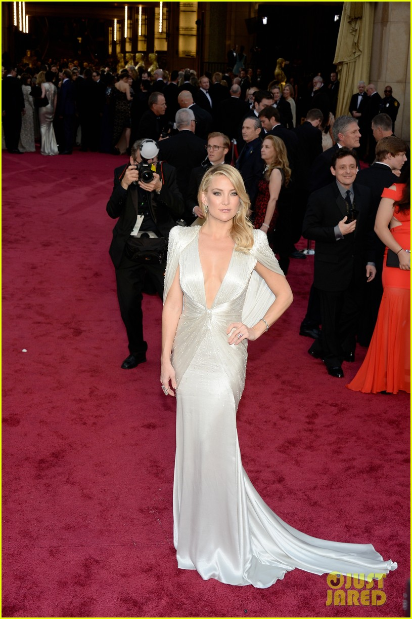 kate hudson oscars 2014 red carpet 043063944
