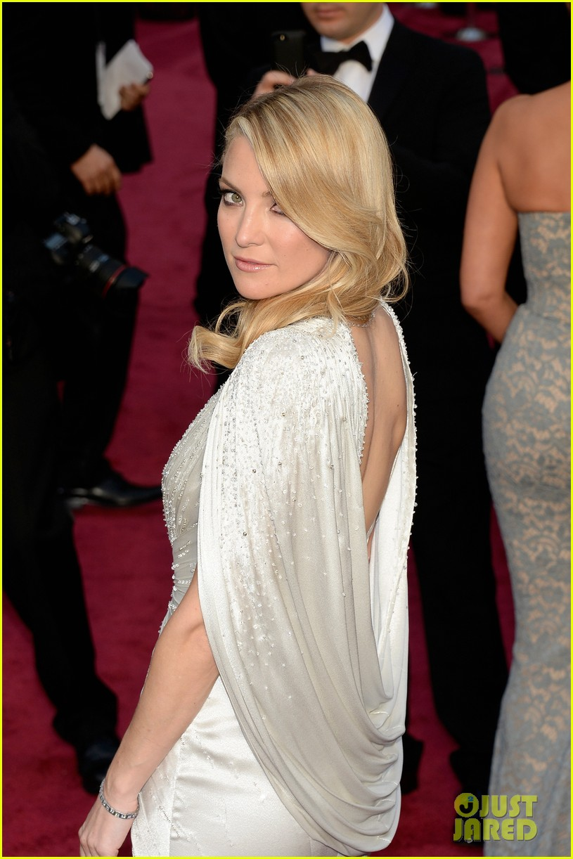 kate hudson oscars 2014 red carpet 053063945